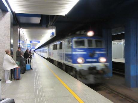 IMG_3907機関車入線.JPG